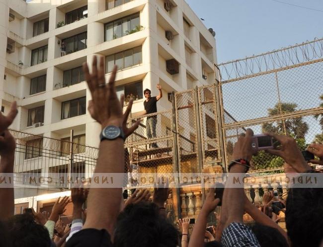 Fans wish Shahrukh Khan on his 47th birthday