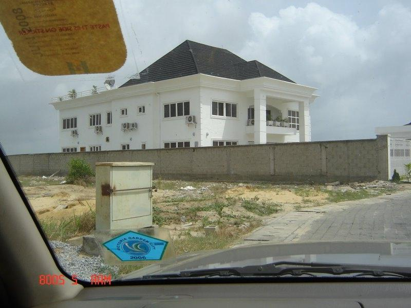 Nigeria: House with black roof