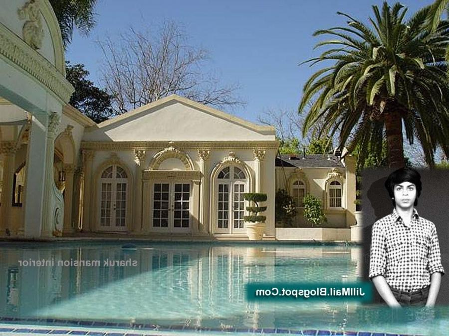 the swimming pool inside sharukh khan house. Click on the image...