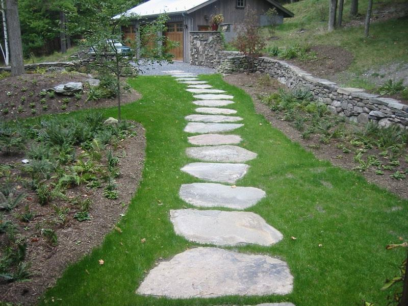 Stepping stones walkways photos for Natural stone walkways