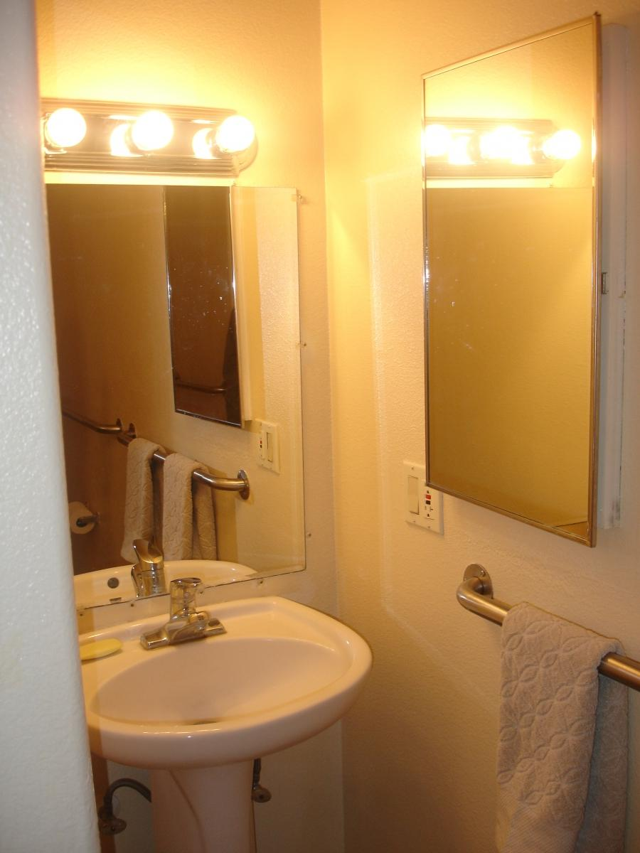 Hotel Interior : Tiny Bathroom Decorating Eas With Small Bathroom...