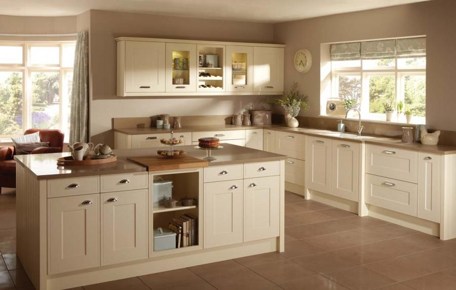 Photos cream colored kitchen cabinets for Cream kitchen paint ideas