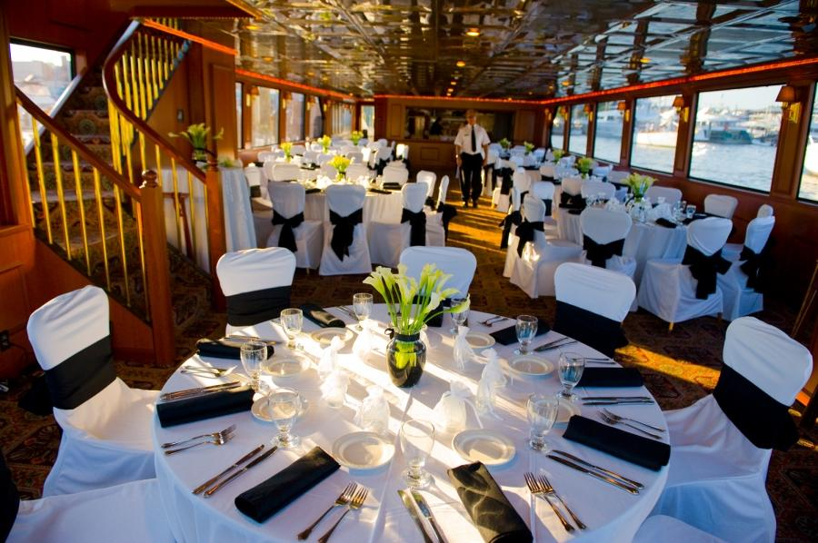 Awesome wedding reception decorations that stun and delight