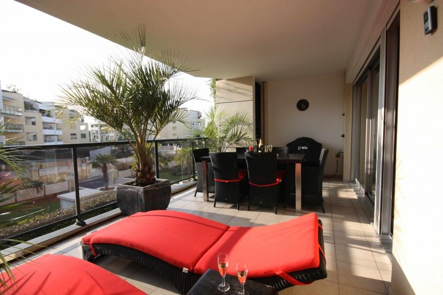 Balcony with extensive design and design tailored to the home...
