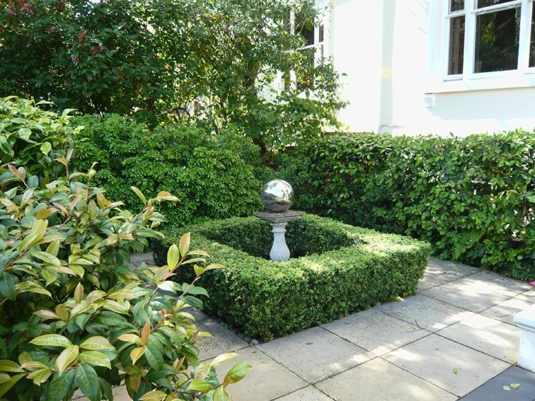 Small formal gardens photos for Formal garden design