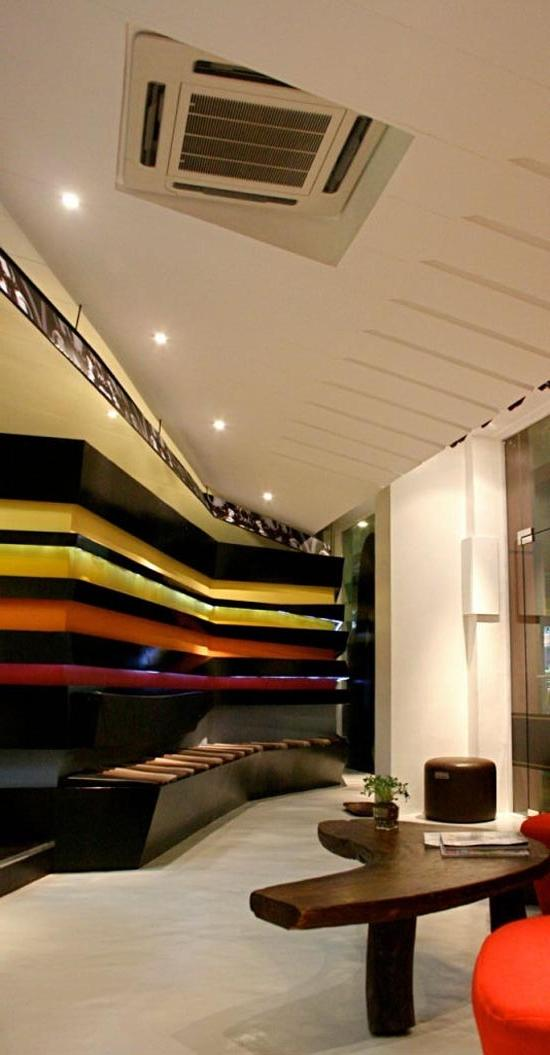 Sparkling Contemporary Interior Design Lighted Up With Colorful