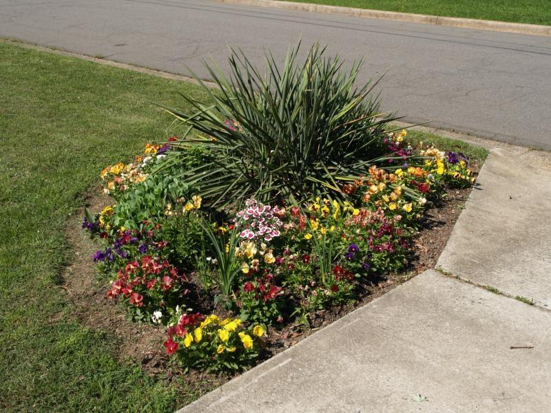 Green bathroom color ideas - Top Rated Front Yard Flower Bed Design Ideas Landscape Source