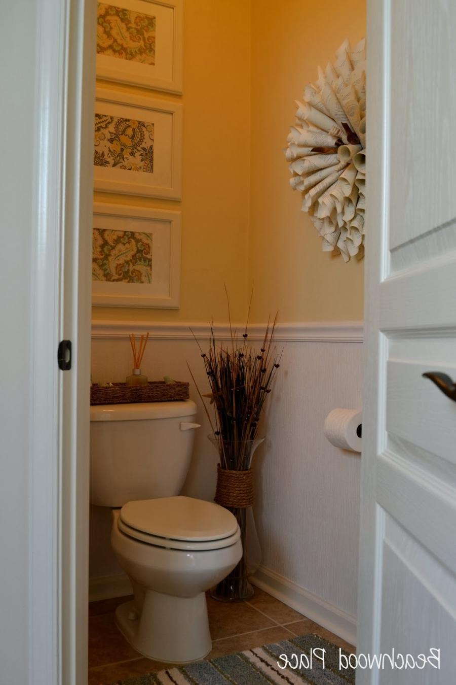 Half bathroom ideas photos for Half bathroom designs for small spaces