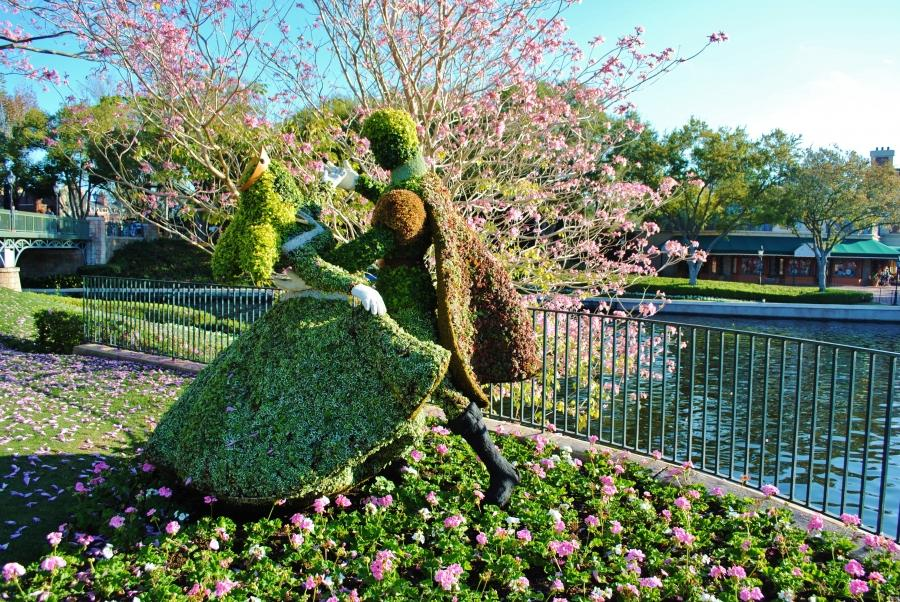 Youu0026#39;ll find more than 100 topiaries throughout Epcot...