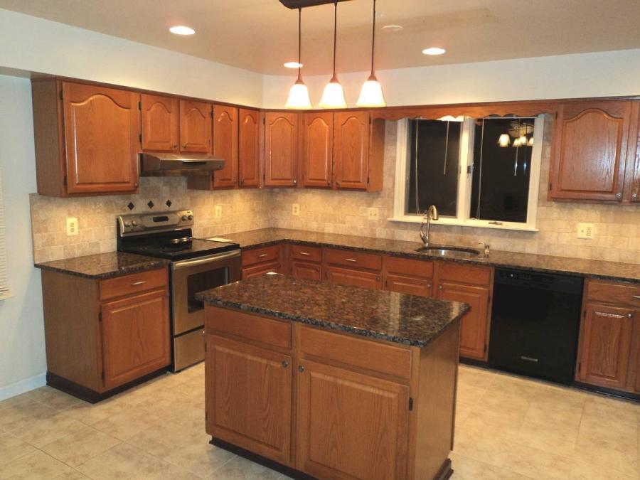 Granite tile kitchen counter photos for Kitchen designs namibia