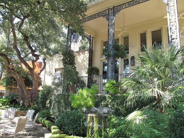 New orleans courtyard garden photos for Landscaping rocks new orleans