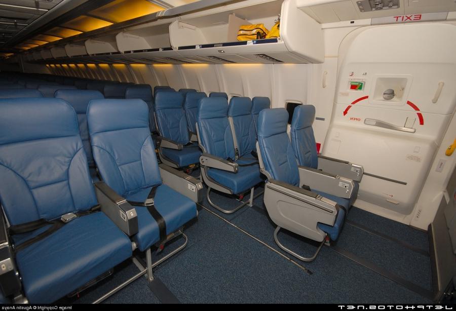 Boeing 757 Interior Photos