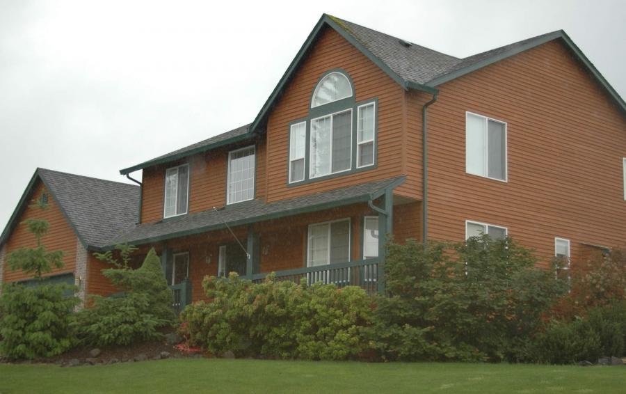 Photos homes cedar siding for Cedar siding house plans