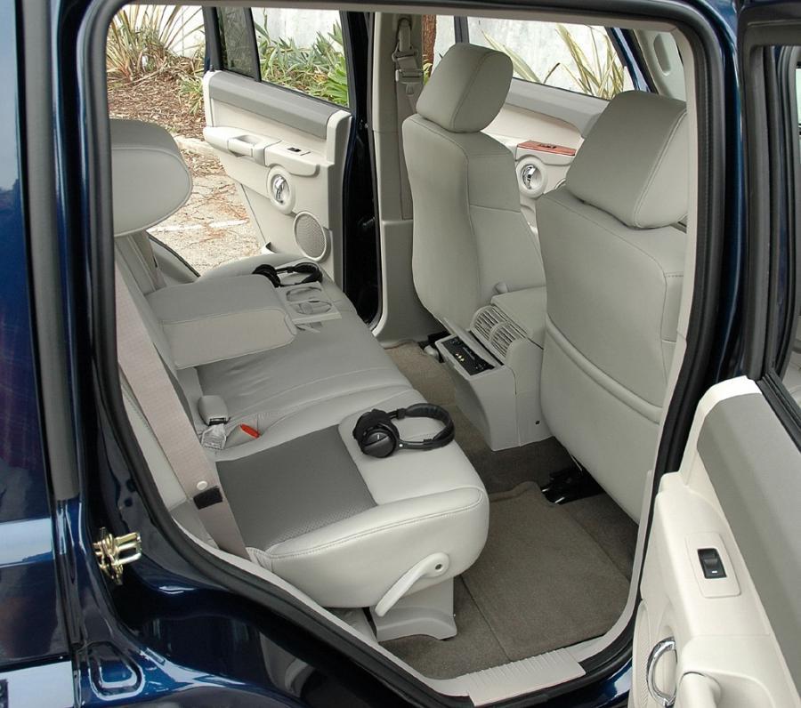 Jeep Commander Interior Photos