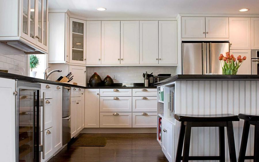 White kitchen decorating ideas photos - Hotel kitchen design ...
