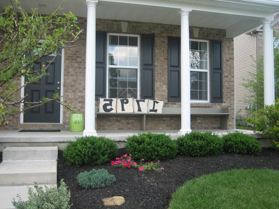 Front porch landscaping photos for Garden designs in front of house
