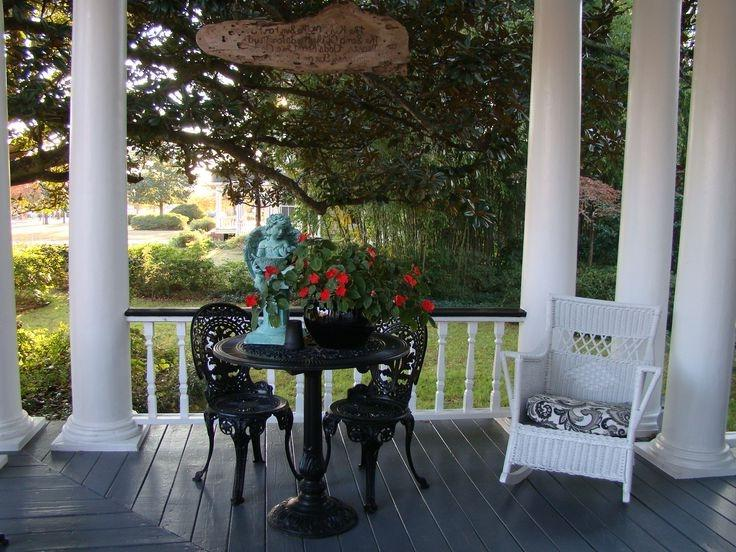 The Main House veranda at Breeden Inn B