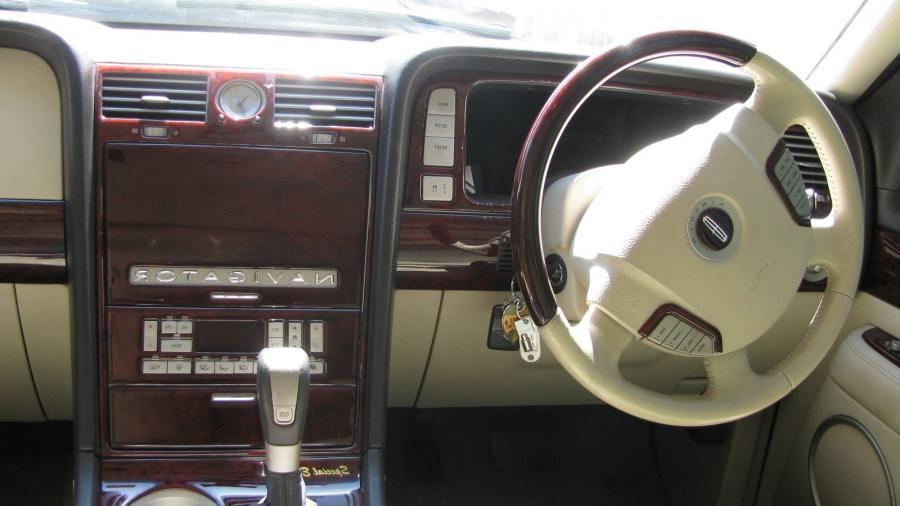 2003 Lincoln Aviator Interior Photos