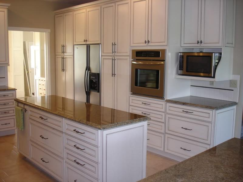 Photos glazed white kitchen cabinets for Antique white kitchen cabinets with chocolate glaze