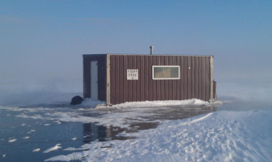 Photos ice fishing houses for Lake of the woods ice fishing rentals