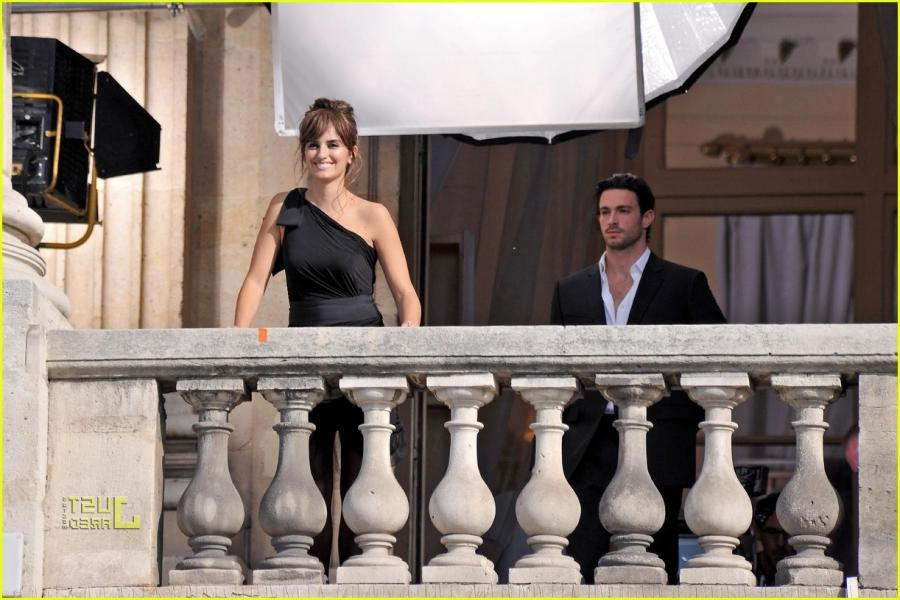 penelope cruz birthday balcony photo shoot 02