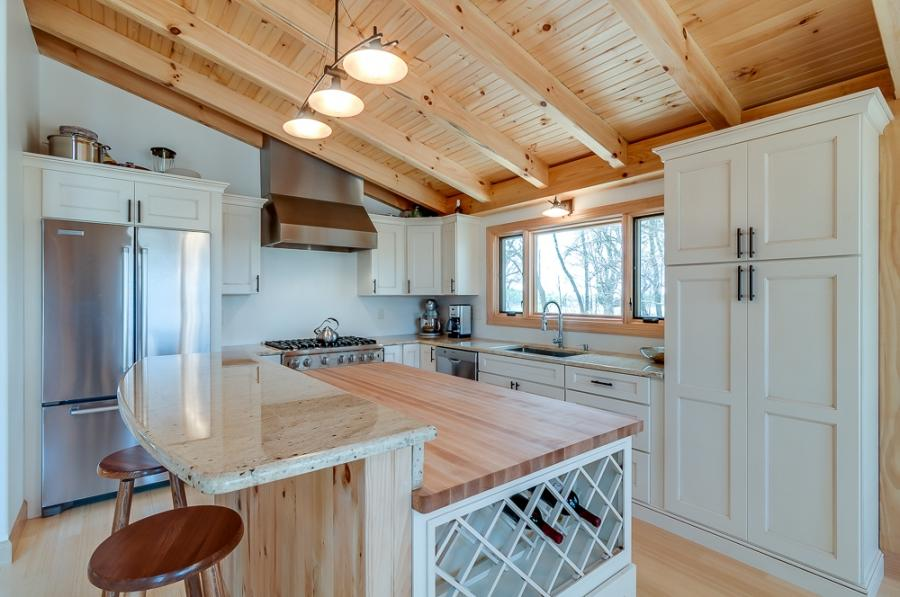Post and beam kitchen photo for Post and beam kitchen ideas