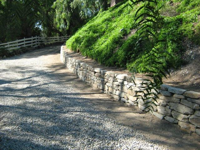 Garden stone walls photos for Landscaping rocks los angeles