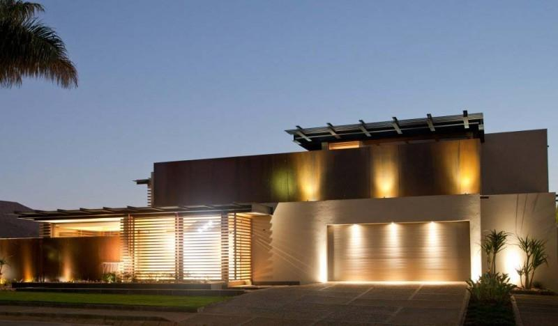 Magnificent Glass Facade Aboo Makhado Residence in South Africa...