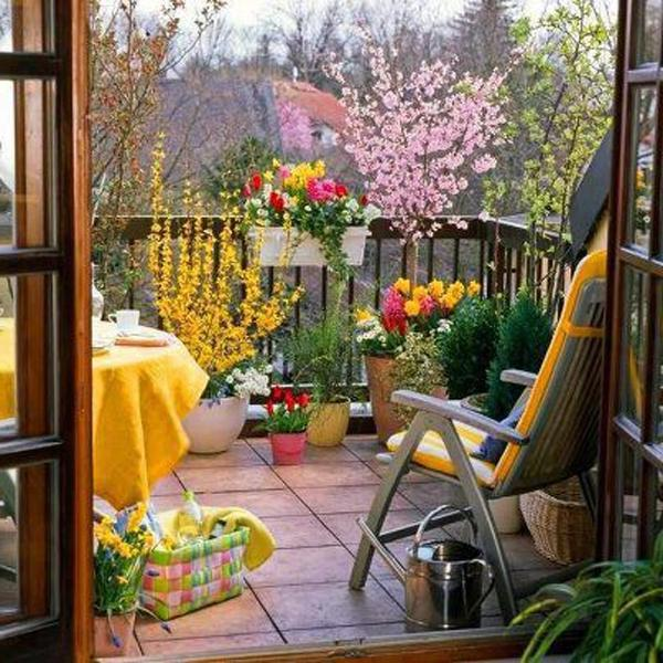 balcony gardening small spaces