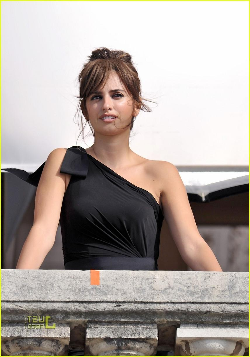 penelope cruz birthday balcony photo shoot 06