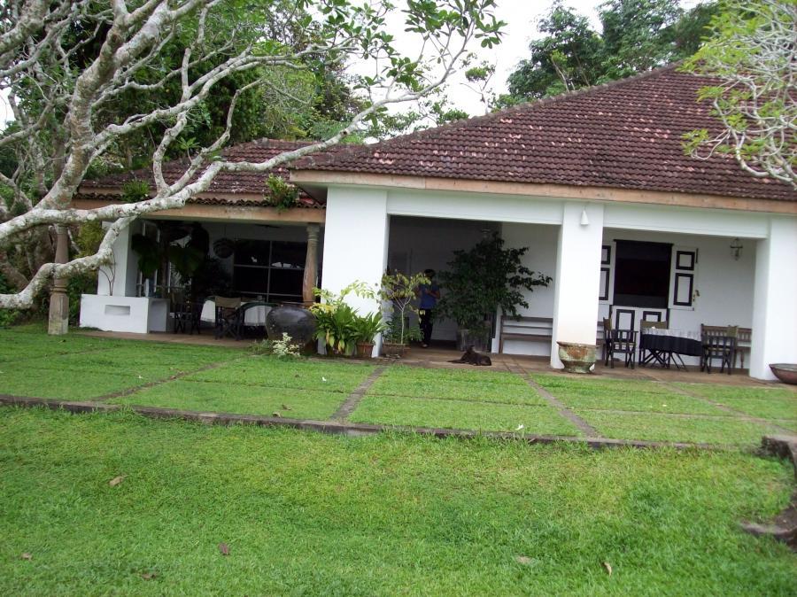 photos of beautiful houses in sri lanka