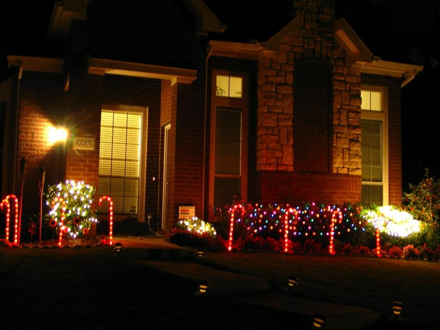 File:Christmas Decoration Outdoors.jpg
