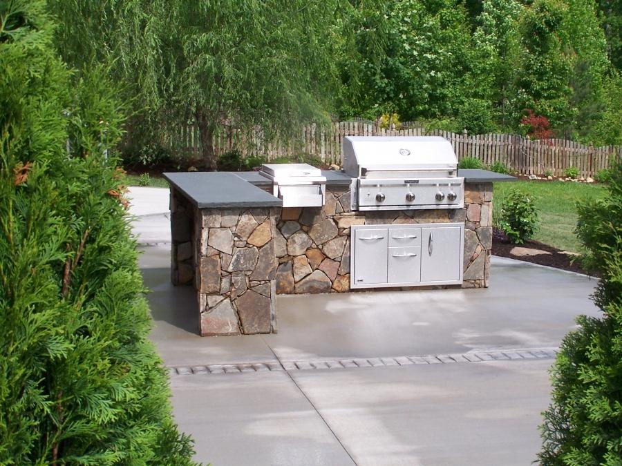 Simple outdoor kitchen photos for Easy outdoor kitchen designs
