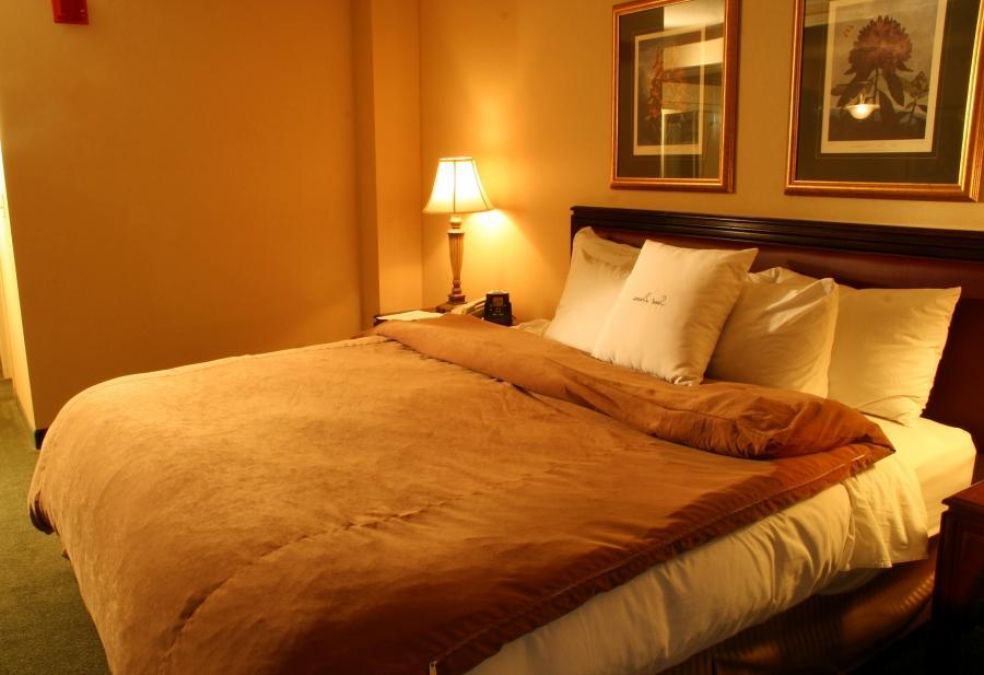 Bedroom bondage photos