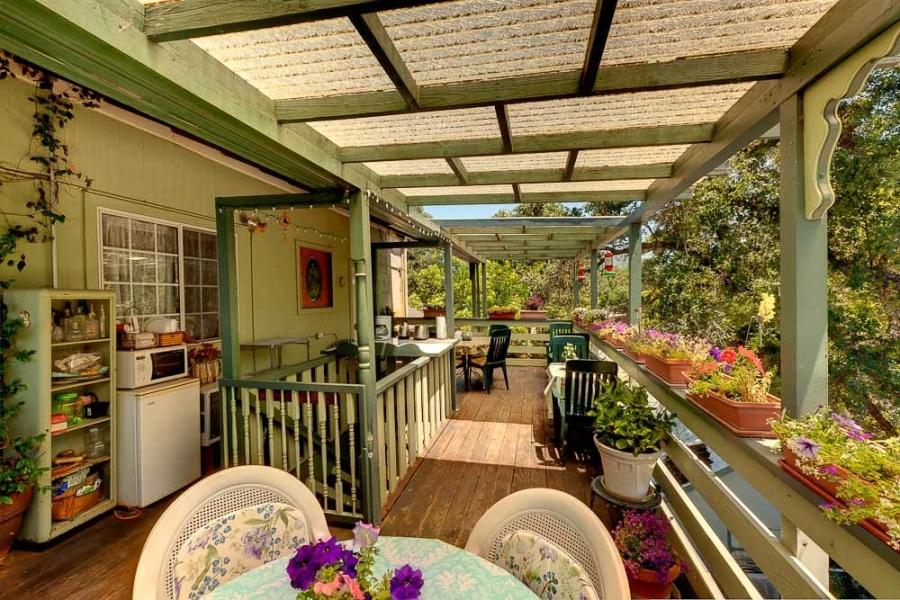 The Mariposa Creek Garden Veranda