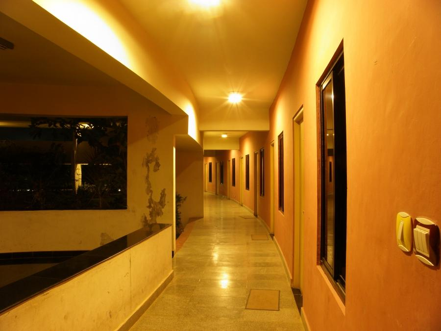 File:Chennai Mathematical Institute main building curved corridor...