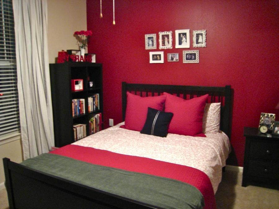 Red wallpaper bedroom ideas