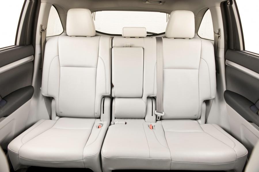Interior photos of toyota highlander for Toyota highlander interior seating