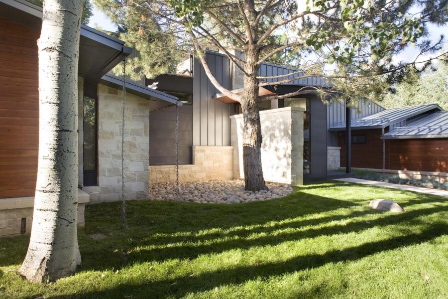 Mid-Century Ranch Renovation in Aspen by Rowland+Broughton...