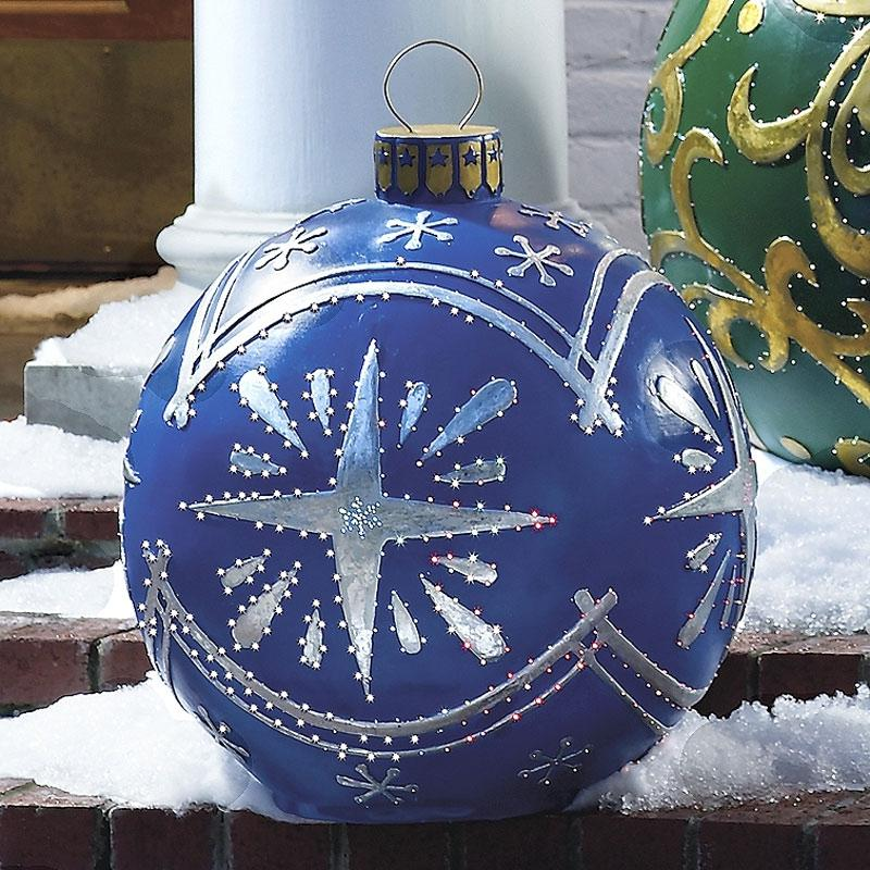 Outdoor christmas decoration photos for Outside house ornaments