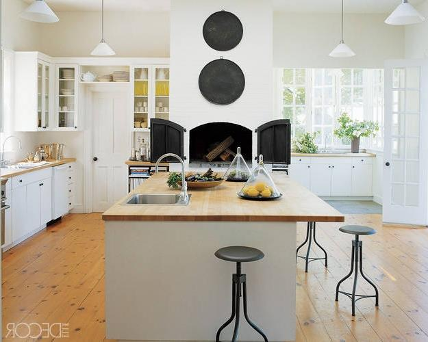 Custom Kitchen Islands: Edwina Huntu Farmhouse Kitchen