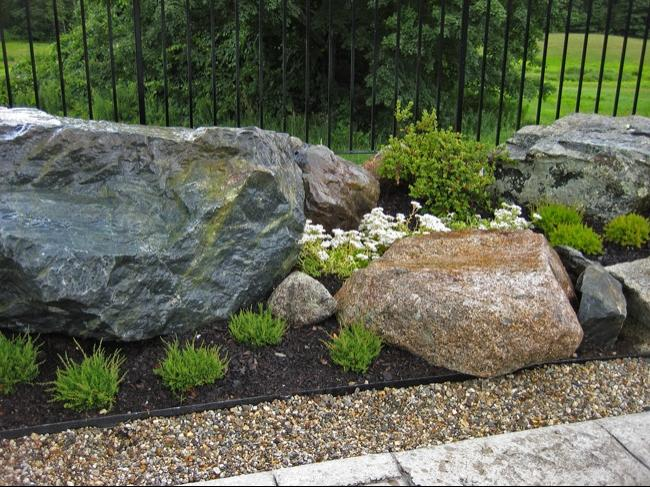 An Overgrown Courtyard Turned Simple Rock Garden The Long Source