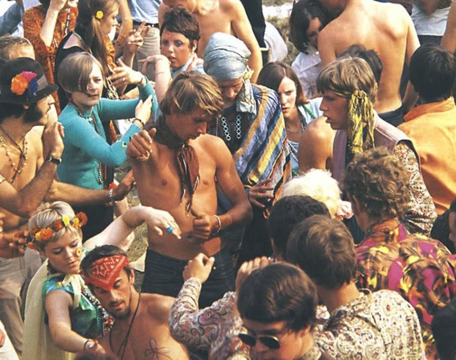 the causes and effects of the rise of the hippie movement Free essay: thesis: during the 1950's the hippie movement began, hippies rebelled against society, had their own way of living, and had an impact on the.