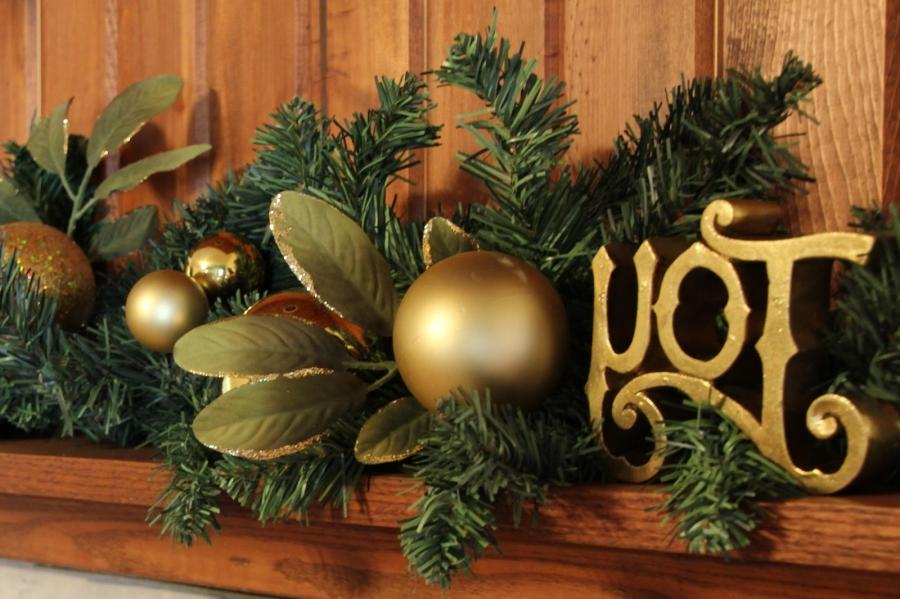 Creative Ideas To Decorate Your Mantel For Christmas decorating a...
