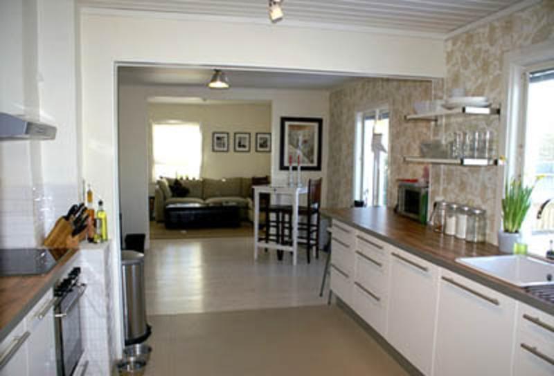 Kitchen designs galley photos for Large galley kitchen designs