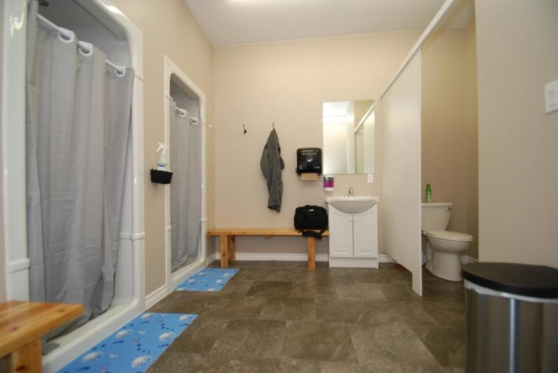 wiarton-fitness-centre-580-large-029-change-room-