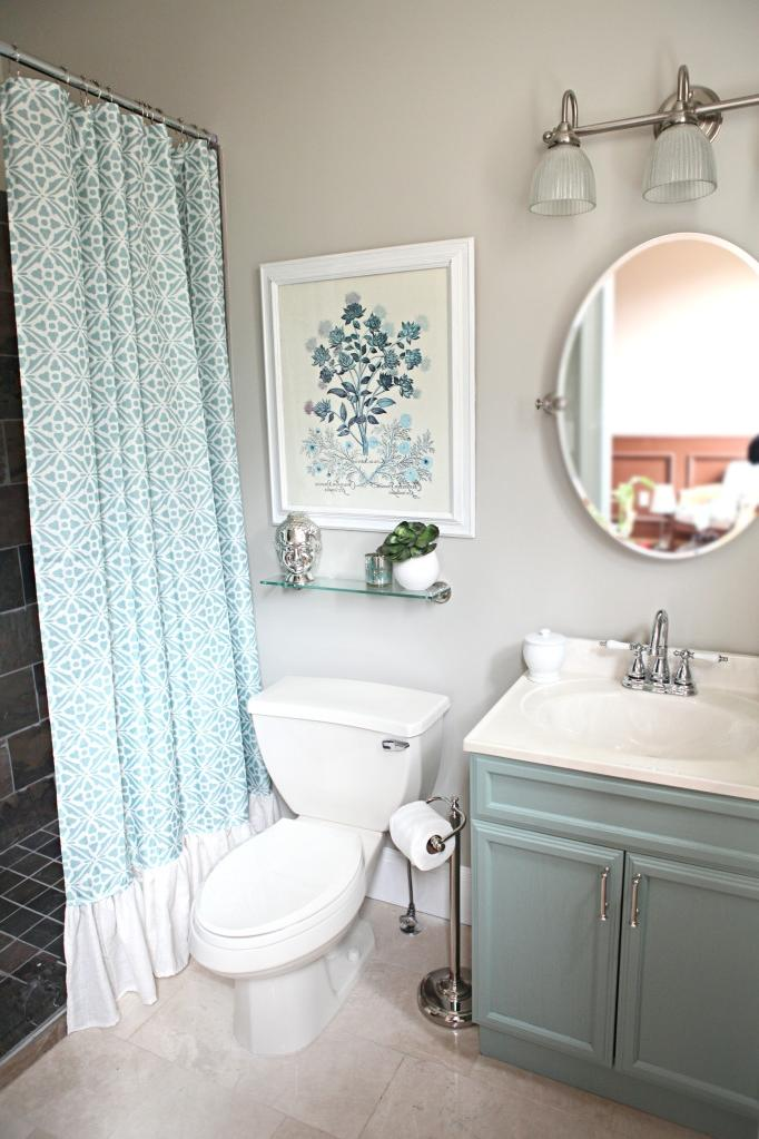 Bathroom makeovers small bathrooms photo gallery for Small bathroom makeovers