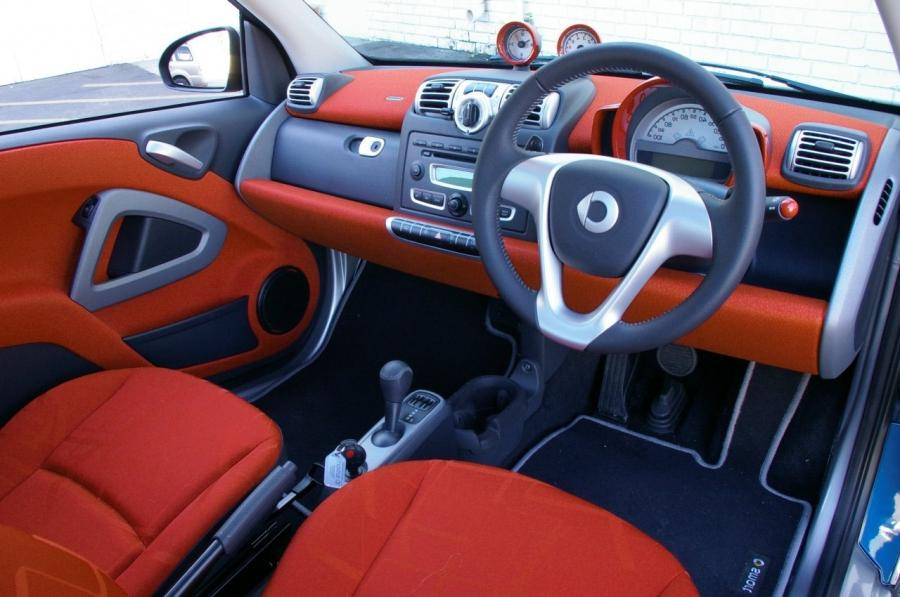 smart car photos interior. Black Bedroom Furniture Sets. Home Design Ideas