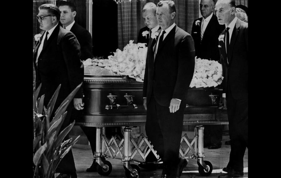 open casket photo of marilyn monroe