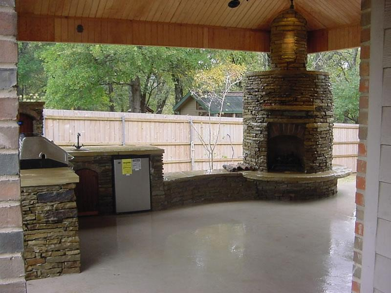 Outdoor kitchen fireplace photos for Dallas outdoor kitchen designs